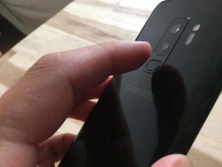 Fingerabdrucksensor im Galaxy S9 Plus: Nun wenigstens unter der Kamera, aber noch lange nicht ideal platziert.