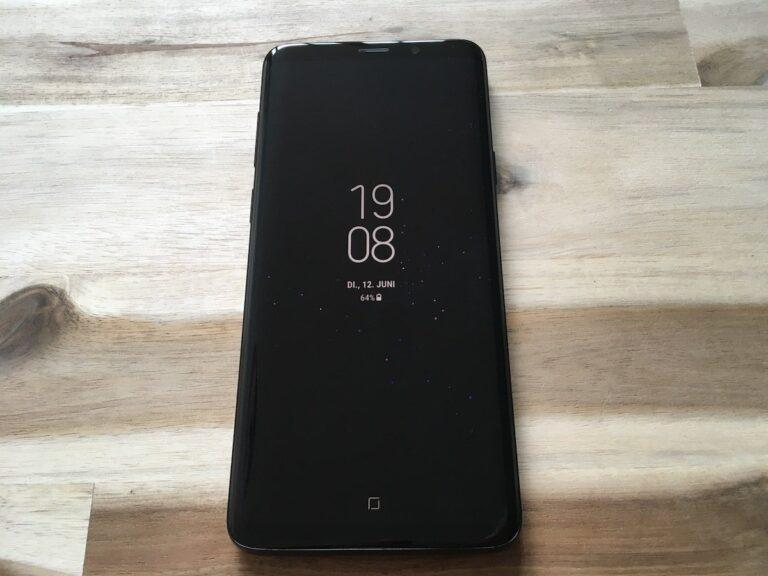 Sieht im edlen Schwarz richtig gut aus: das Galaxy S9+