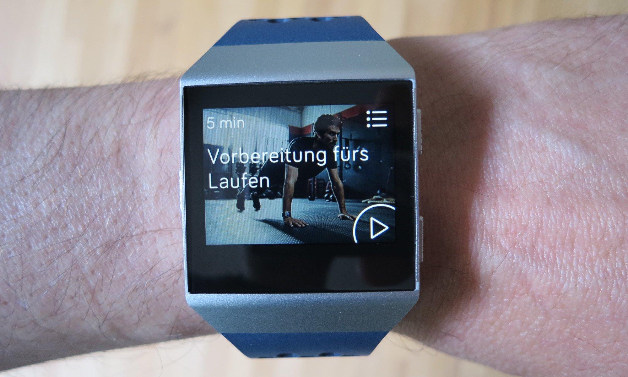 Fitbit Ionic adidas Edition: Die einzelnen Übungen werden in der Train-App angezeigt (Bild: Peter Giesecke)