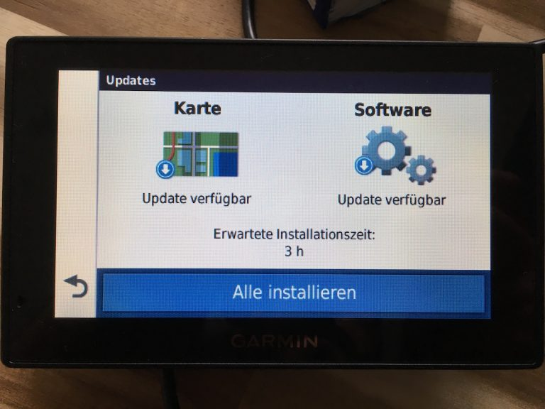 "Schön: Der Garmin Drive Assist 51 bekommt regelmäßig Software-Updates und ""lebenslang"" Karten-Updates."