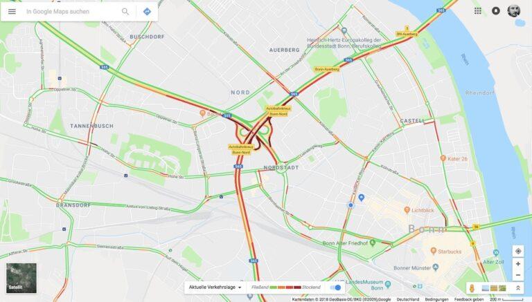 Und hier mit Google Maps. Auf beiden Karten zeigt sich – auf leicht unterschiedliche Weise und wenig überraschend – dass die Autobahnen mehr oder weniger dicht sind.