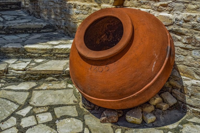 Tonkrüge: Werden seit Jahrtausenden verwendet, um Räume kühl zu halten. Bild: dimitrisvetsikas1969