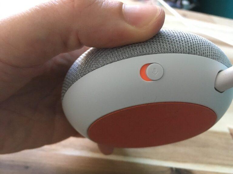 Keine Lust, dass der Google Home Mini ständig lauscht? Dann schaltet das Mikro ab.