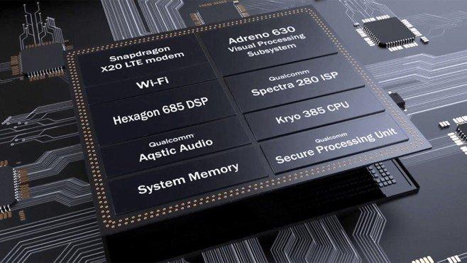 """Ein Smartphone-Chip besteht aus vielen Komponenten, wie hier der Qualcomm Snapdragon 845 zeigt. Daher auch der Begriff """"System on a Chip"""". (Foto: Qualcomm)"""