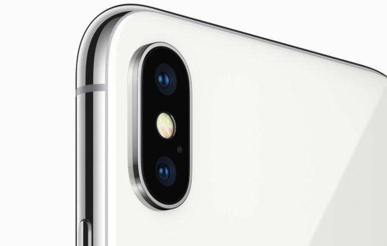 Kameramodul im Apple iPhone X: Steht vor und lässt das Gerät nicht eben aufliegen.