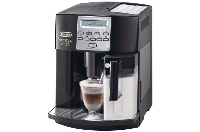 Kaffeevollautomat DeLonghi Magnifica: Die Maschine erledigt alles für den Benutzer.
