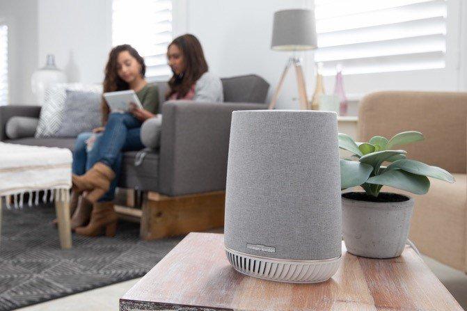Ein Lautsprecher mit Alexa...und ein Repeater. (Foto: Netgear)