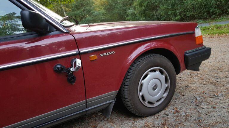 Etwas Mut zum Risiko - hier am Volvo 240 befestigt. (Foto: Sven Wernicke)