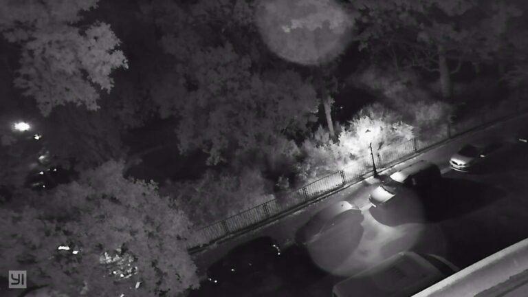 Die Yi Outdoor Camera 1080p bei Nacht. (Foto: Sven Wernicke)