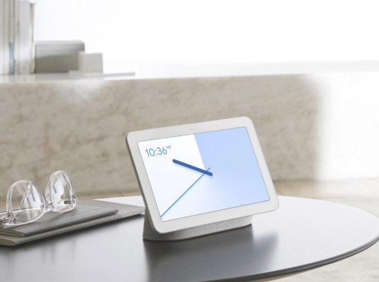 Der kleine Home Hub ist als Sprachlautsprecher mit Bildschirm kein Soundwunder - aufgrund der kleinen Speaker. (Foto: Google)