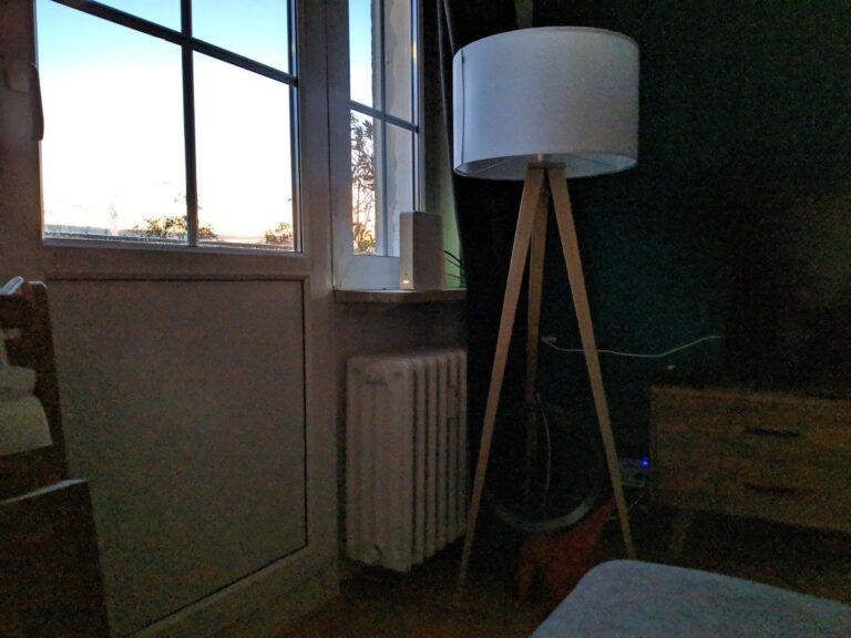 Wohnzimmerlampe bei Abenddämmerung (Nachtsichtmodus am Pixel 2)