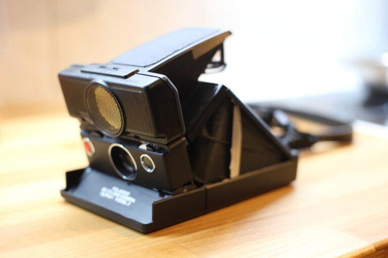 So sieht die Polaroid SX-70 aufgeklappt aus. (Foto: Sven Wernicke)