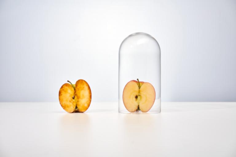 Im Vakuum wird ein Apfel nicht so schnell braun. Der Sauerstoff lässt ihn altern (Bild: Krups)