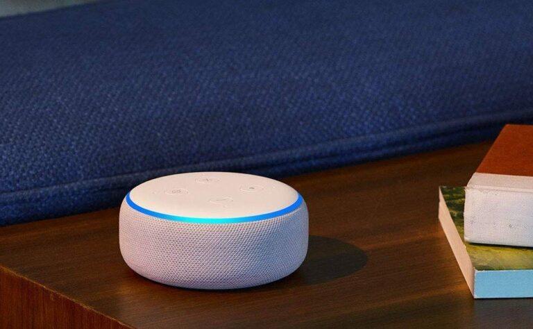 Vielleicht braucht es in Zukunft keine separaten Geräte mehr, um Sprachassistenten zu benutzen. Sie sind fest im Fernseher integriert. (Foto: Amazon)