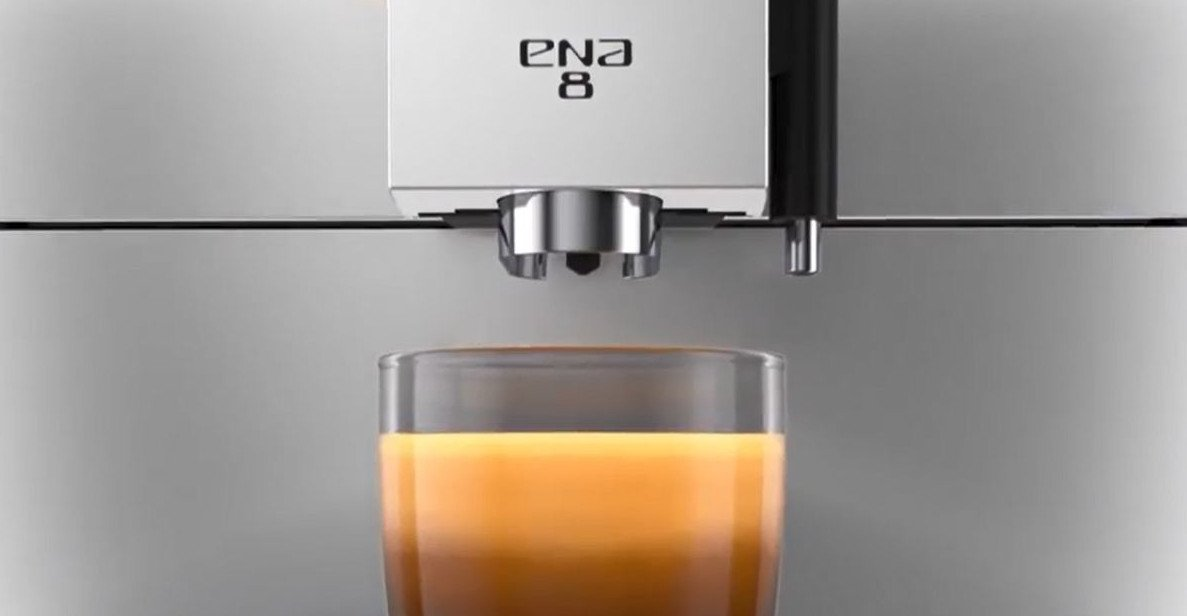 Kombinierter Kaffee- und Milch-Auslauf der Jura Ena 8 (Bild: Jura)