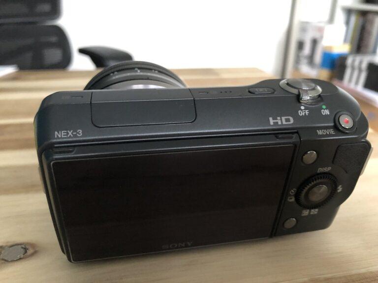 Fehlende Einstellrädchen machen die Sony Nex-3 etwas umständlich zu bedienen. Das haben die Nachfolger besser gelöst.