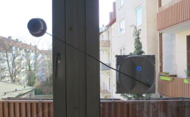 Ecovacs Winbot X mit Sicherung (Bild: Peter Giesecke)