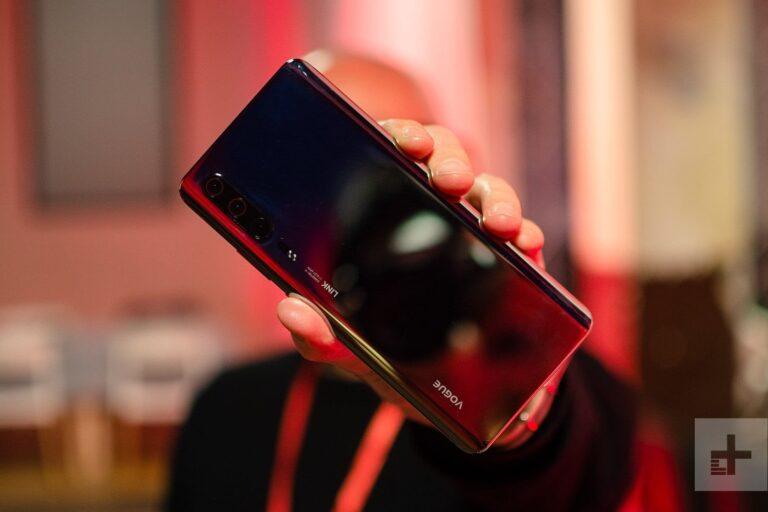 Journalisten wollen das noch nicht offiziell vorgestellte P30 Pro bereits am Stand von Huawei gezeigt bekommen haben. Es könnte aber auch das P30 sein. Codename: Vogue. Bild: DigitalTrends