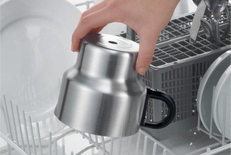 Der Behälter des Milchaufschäumers Severin SM 3582 darf zur Reinigung auch in die Spülmaschine (Bild: Severin)
