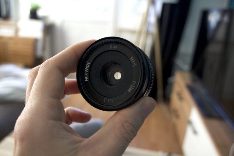 Kein ganz runder Kreis: Die Blende des billigen Objektivs fasert ein wenig aus.