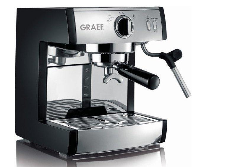 Die Siebträgermaschine GRAEF Pivalla ES 702 arbeitet mit 16 bar und zaubert eine feine Crema auf den Espresso (Bild: GRAEF)