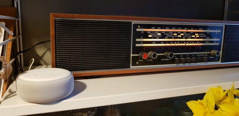 Mein geliebtes Radio mit dem neuesten Echo Dot. (Foto: Sven Wernicke)