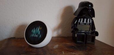 Der Echo Spot im Schlafzimmer. (Foto: Sven Wernicke)