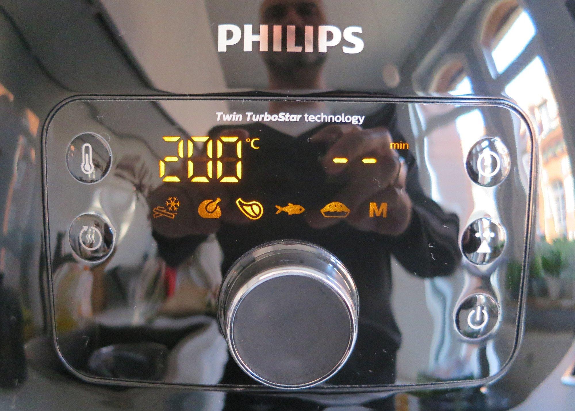 Die Bedienung der Heißluftfritteuse Philips Airfryer Avance XXL ist intuitiv verständlich (Bild: Peter Giesecke)