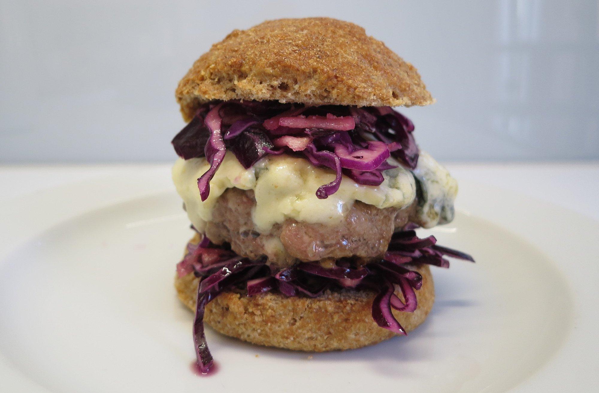 Ohne die Kenwood Chef XL und ihre Aufsätze hätte es diesen Burger nie gegeben (Bild: Peter Giesecke)
