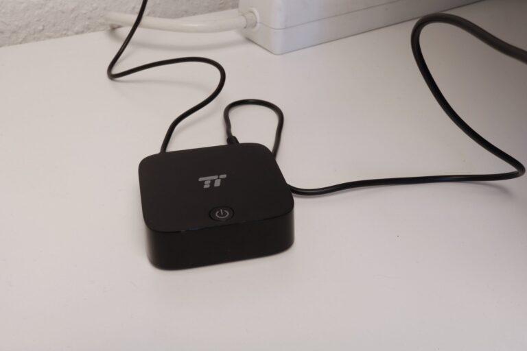 Der Taotronics-Transmitter wird je nach Schalterstellung zum Sender oder Empfänger und bietet mit einer AUX- und zwei SPDIF-Buchsen die gängigen Audioschnittstellen.