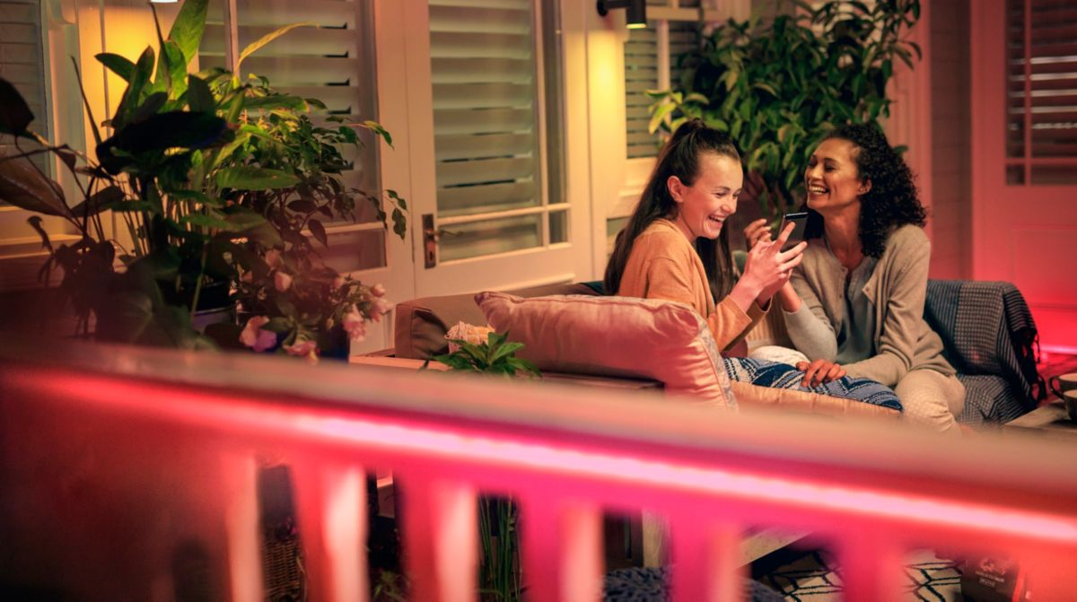 Smarte Balkon-Ideen: Mehr Spaß mit Musik, Licht und dem richtigen Grill