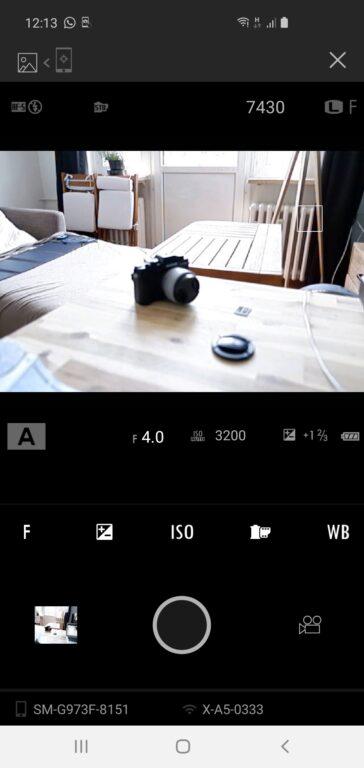 Mit der Fujifilm Kamera-Remote-App könnt ihr Bilder aufs Smartphone übertragen oder die Kamera von dort fernsteuern.