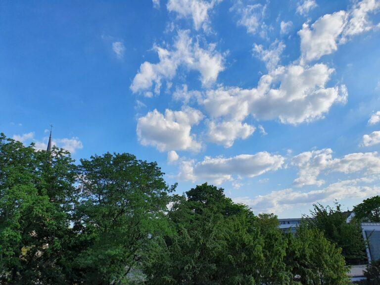 Gutes Wetter? Nicht für Solarladegeräte, denn jede Wolke senkt die Leistung rapide.