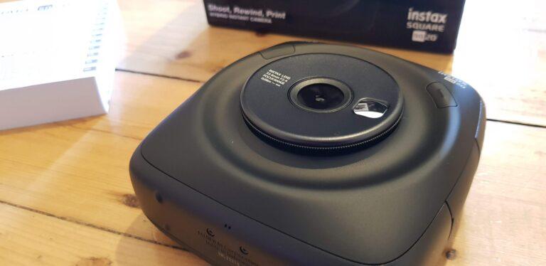 Eine ziemlich wuchtige Kamera. (Foto: Sven Wernicke)