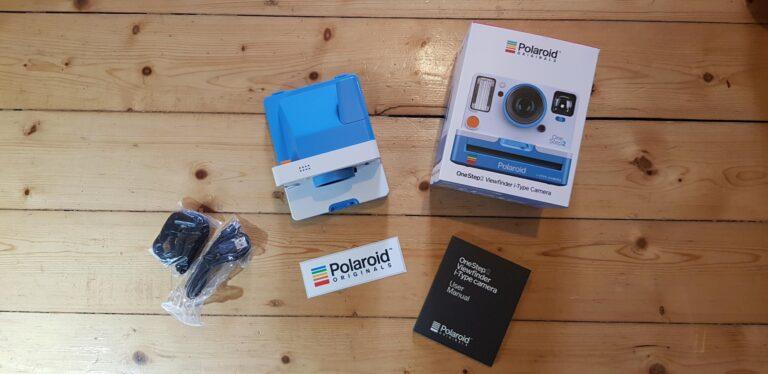 Ein Herz für Retro-Freunde. Die Polaroid OneStep 2 Viewfinder sieht wirklich richtig gut aus. (Foto: Sven Wernicke)