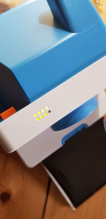 Mit LEDs. Sie zeigen an, wie viele Fotos ihr noch schießen könnt. (Foto: Sven Wernicke)