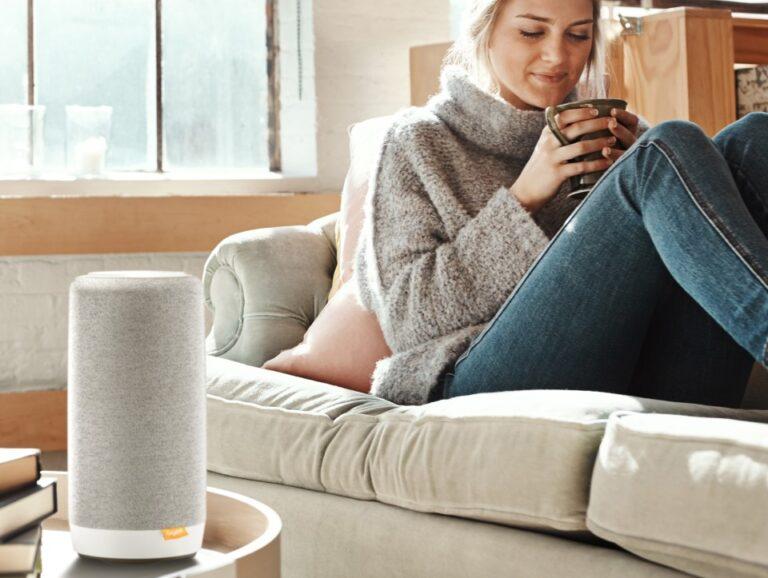Der Gigaset Smart Speaker verbindet Smart Home mit Festnetztelefonie. (Foto: Gigaset)