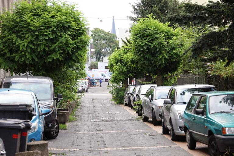 In dieser Straße liegt die Schärfe in der Mitte. Es war grau an diesem Morgen. Der Hintergrund hat dennoch wenig Zeichnung.