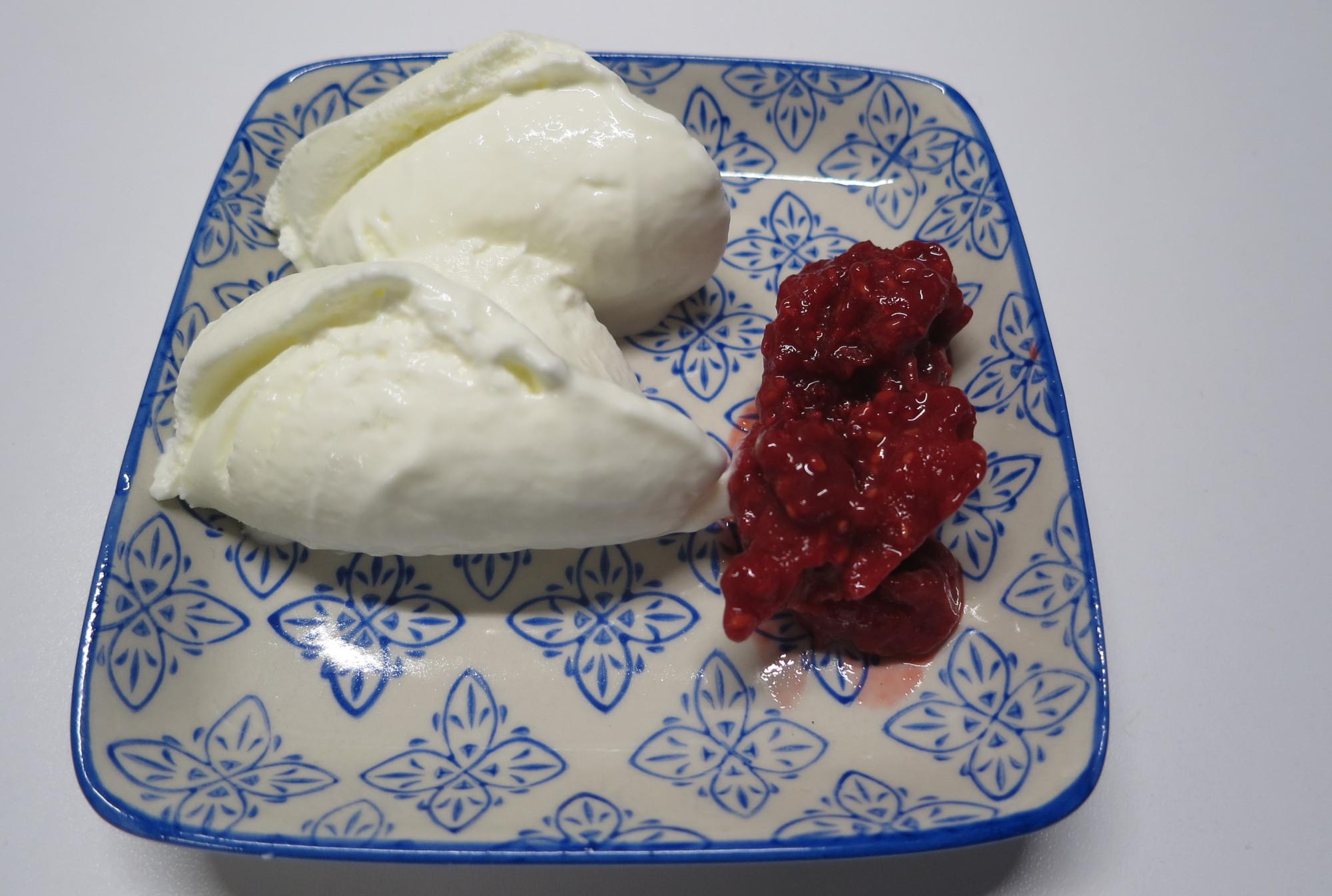 Joghurteis aus der Eismaschine Steba IC 180