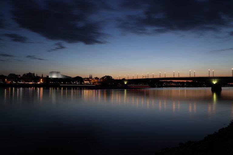 Langzeitbelichtung der Bonner Kennedybrücke mit der EOS R