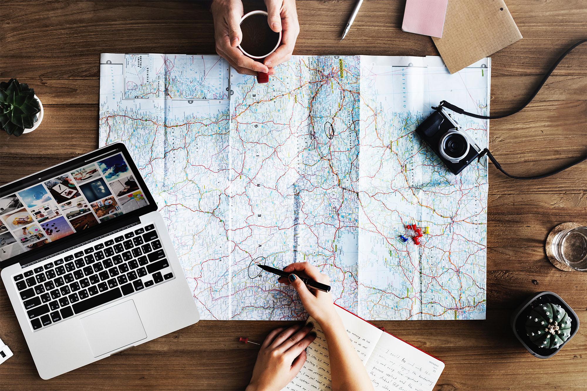 Navigation über echte GPS-Karten planen