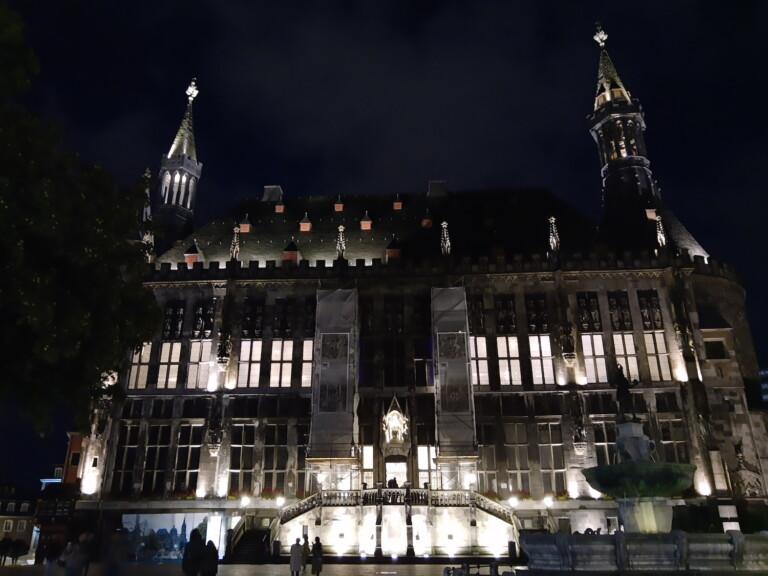 Bild vom Aachener Rathaus mit dem Motorola One Action