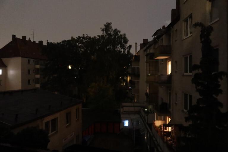 Innenhof bei Nacht mit Canon Powershot G5 X Mark II