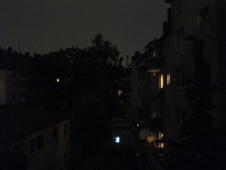Innenhof bei Nacht mit Canon S200