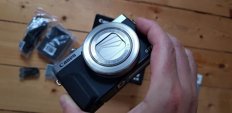 Die Canon Powershot G7X Mark III von vorne. (Foto: Sven Wernicke)