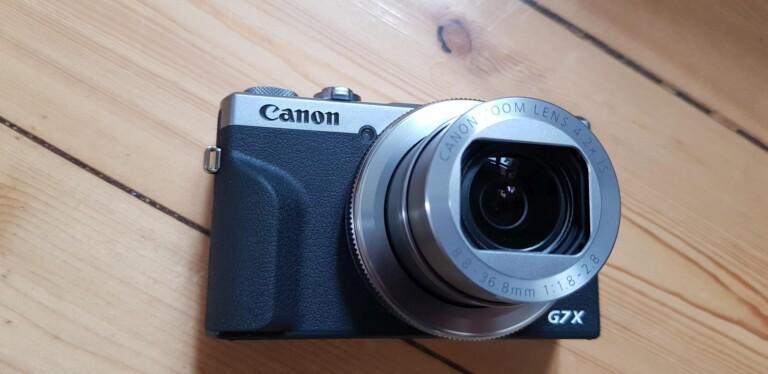 Die Canon Powershot G7X Mark III einsatzbereit. (Foto: Sven Wernicke)