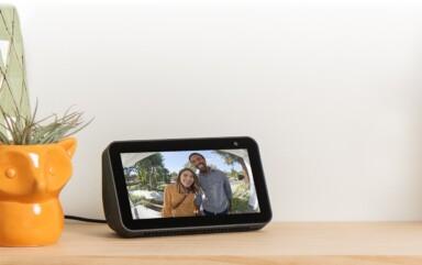 Alexa ist in vielseitigen Geräten integriert - unter anderem auch in Smart Displays, mit denen sich gut das Smart Home steuern lässt. (Foto: Amazon)