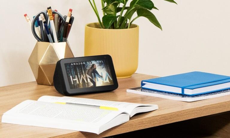 Der kleinste Echo Show besitzt einen 5 Zoll großen Bildschirm. (Foto: Amazon)
