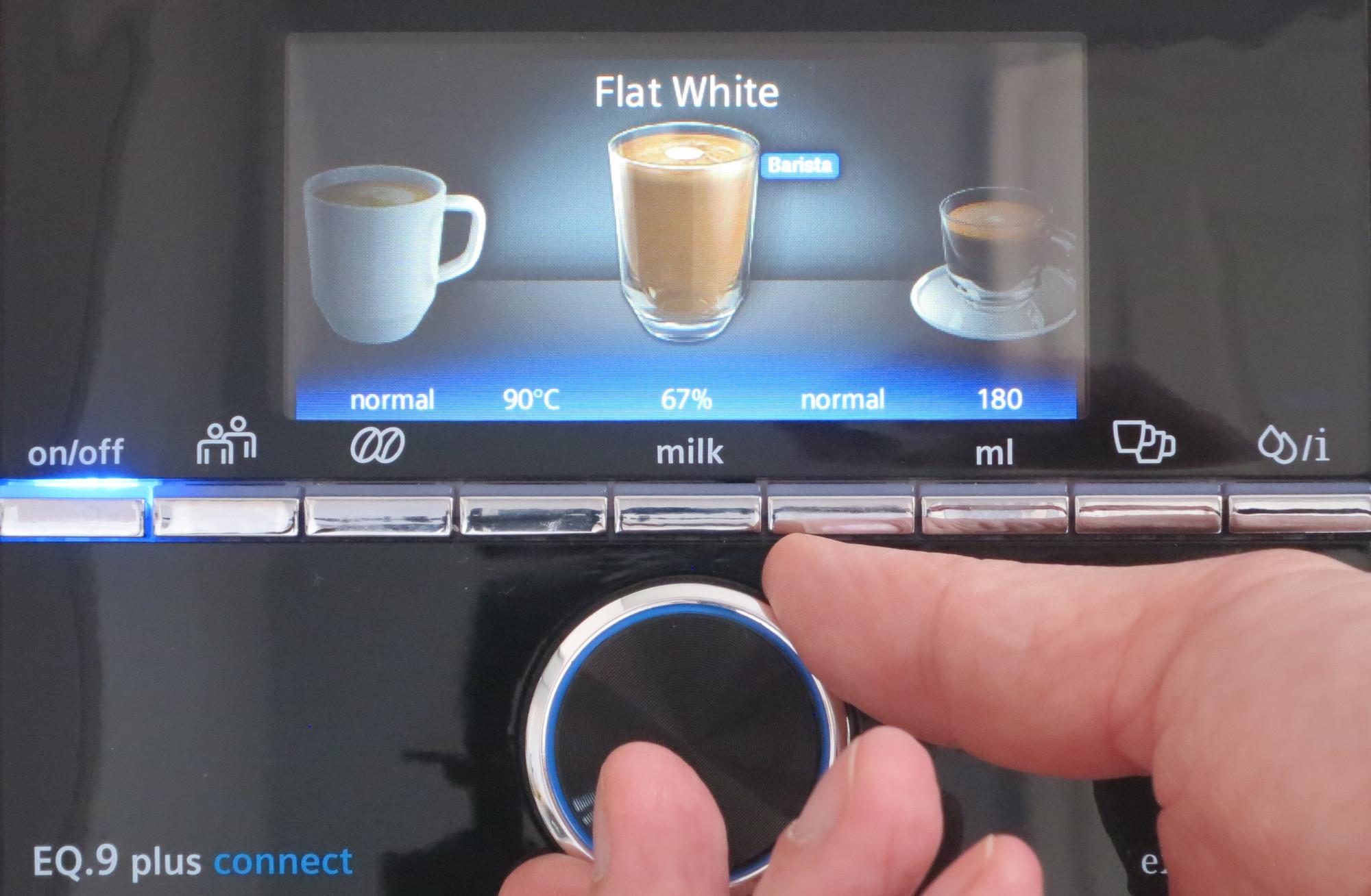 Display und Drehrad am Kaffeevollautomaten Siemens EQ.9 plus connect