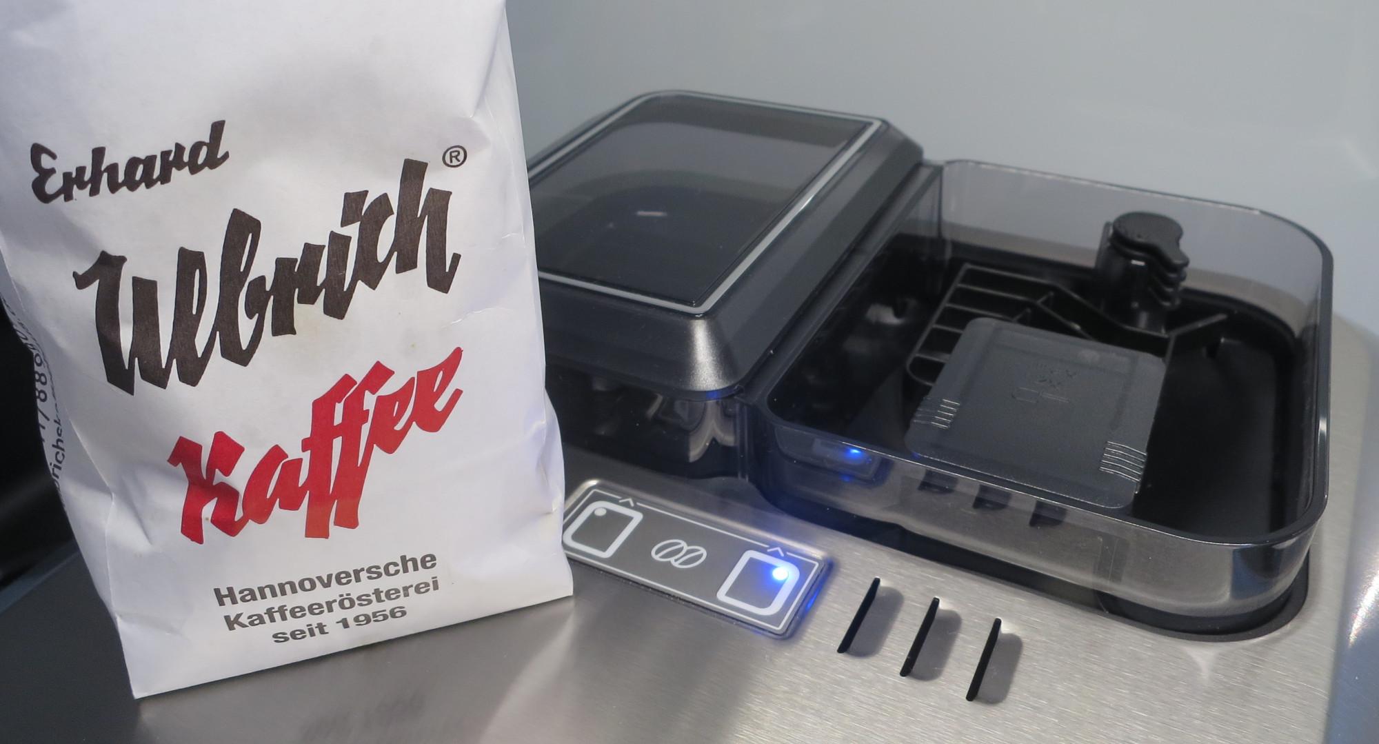 Kaffeevollautomat Siemens EQ.9 plus connect mit zwei Bohnenfächern